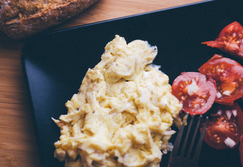 What food can you eat with Dentures? Soft foods, such as scrambled eggs, are recommended in the early stages